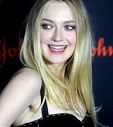 dakota fanning, elle fanning, save the children, illumination gala, october 18 2017