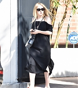 candids, dakota fanning, los angeles, november 27 2017